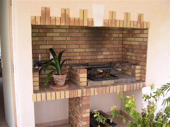 Réalisation d'un barbecue intérieur avec pierre de tuffeau sur la commune de ROUANS - 44640